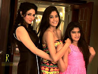 Actress Sridevi With Her Daughters Jhanavi And Kushi