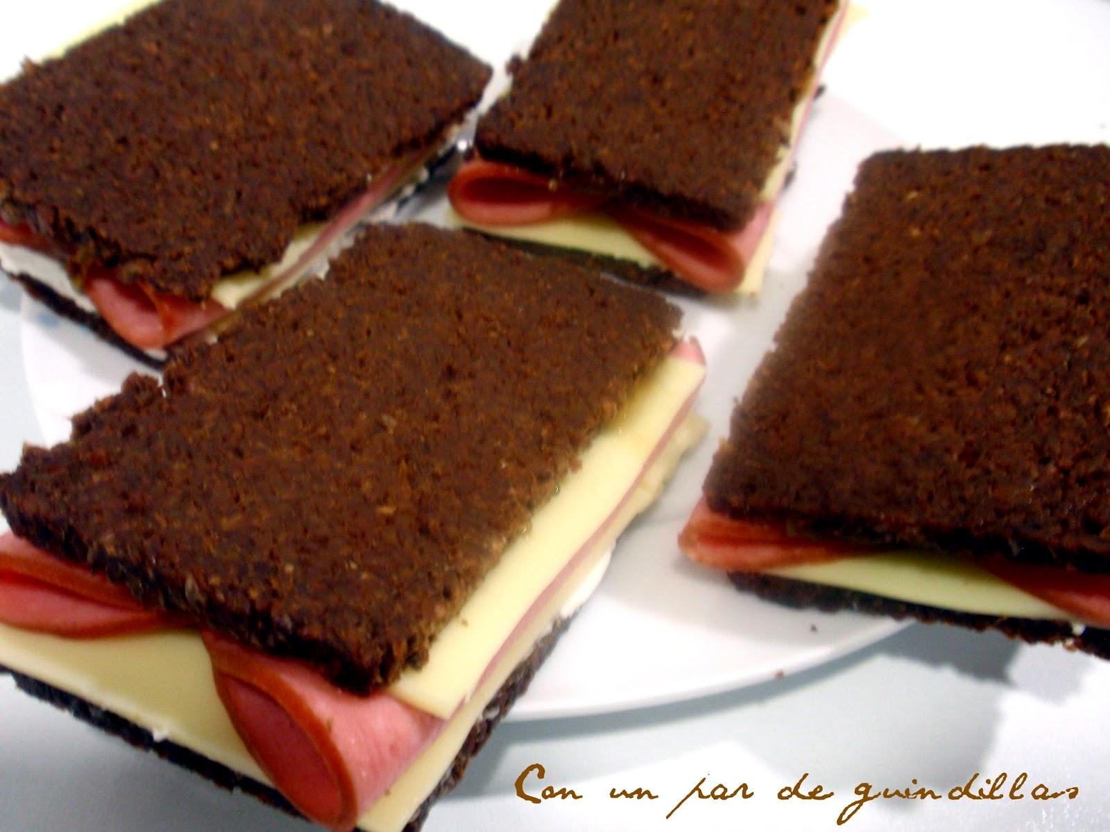 sandwich de mortadela ahumada y queso con pumpernickel pan negro de westfalia prueba. Black Bedroom Furniture Sets. Home Design Ideas