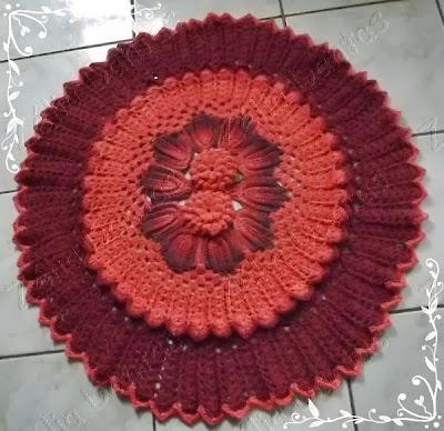 Tapete de crochê em barbante com flor e folha degradê