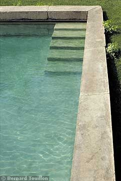 pool - image by Bernard Touillon via cotemaison fr,  Août-Septembre 2005, Maison Famille, La Nouvel Le Vie d Un Mas En Provence as seen on linenandlavender.net - http://www.linenandlavender.net/2014/01/backtoprovence.html