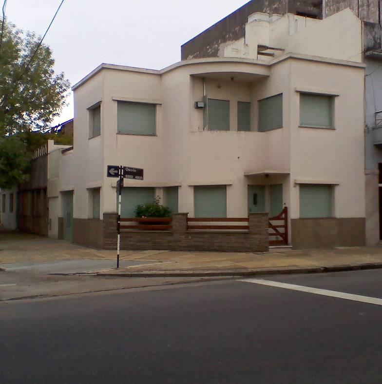 Arquitectura de casas casa urbana de estilo moderno en for Arquitectura de casas modernas de una planta