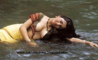 Tamil Actress Kushboo Hot
