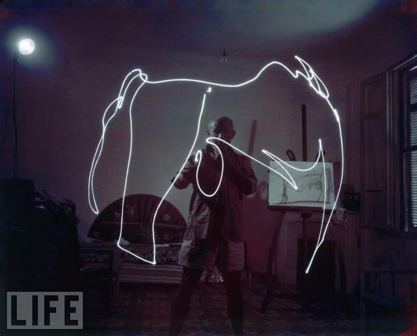 the reel foto gjon mili and pablo picasso light paintings