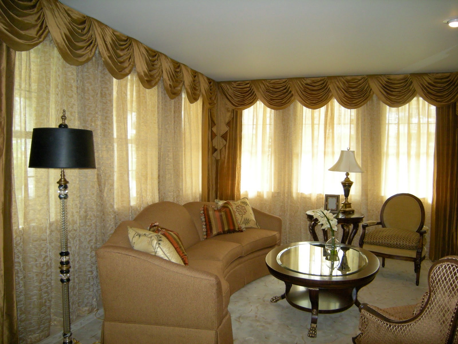 How to Choose Curtains Styles According to House Architecture