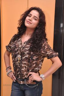Piaa Bajpai latest Stylish Pictures 001.jpg