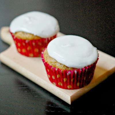 ... Bakes - There's always room for dessert!: Oatmeal cream pie cupcakes