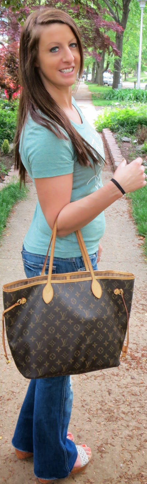 louis vuitton neverfull, tee shirt, casual, fashion, outfit
