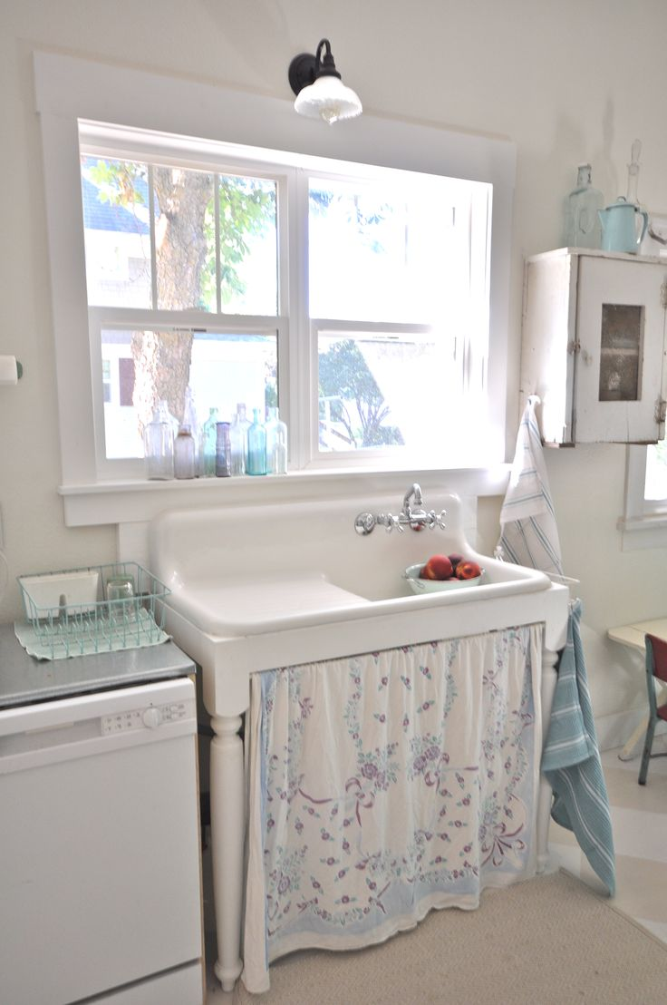 Coastal style beach cottage a touch of blue - Kitchen sink in french ...