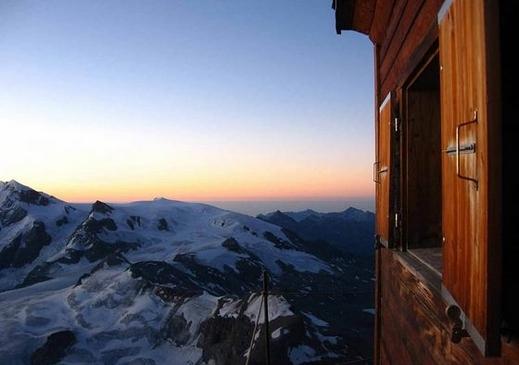 شاهدوا بالصور: كوخ جبلي في أخطر مكان في سويسرا على ارتفاع 4003 أمتار