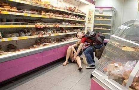 Wow] Awek masukkan ayam mentah dalam kemaluan elak ditangkap mencuri!