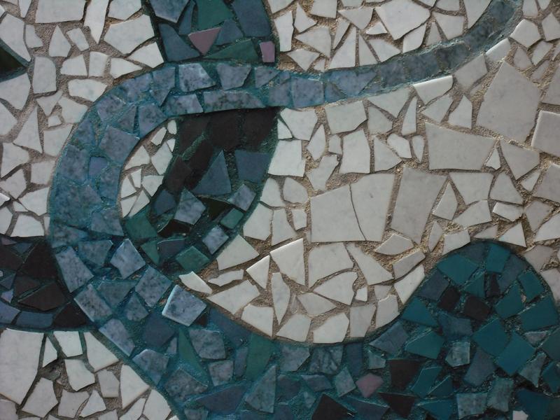 Joan seriny detalles en trencadis mosaicos 2 for Azulejos rotos decoracion