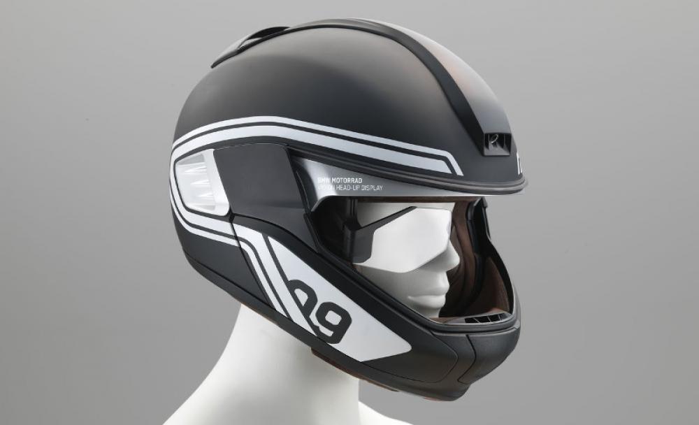 Pakai Helm Pintar ini Pengendara Tidak Perlu Melihat ke Spion