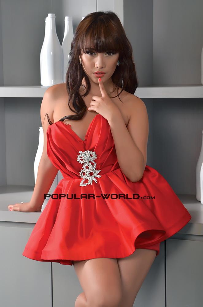 Foto Putri Ramdhani di Majalah Popular World Januari 2013