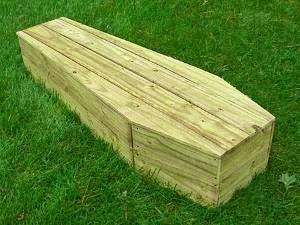 Tukang Gali Kubur Mendadak Pingsan, Setelah ditanya oleh Jenazah dari Peti Mati
