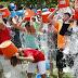 ¿Por qué los famosos se echan baldes de agua?