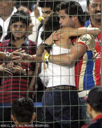 Deepika Sidharth Passionate Hug after IPL Game hot photos