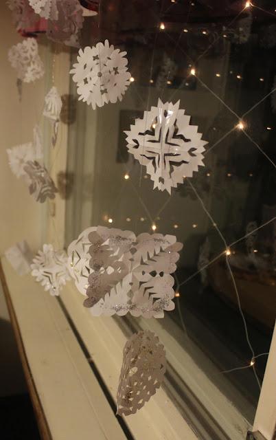 lumihiutaleet paperista