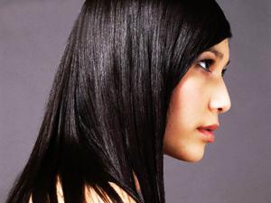 Cara Mengatasi Rambut Berminyak dan Berketombe