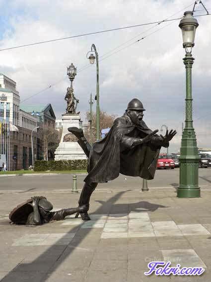 2.Amazing Statue
