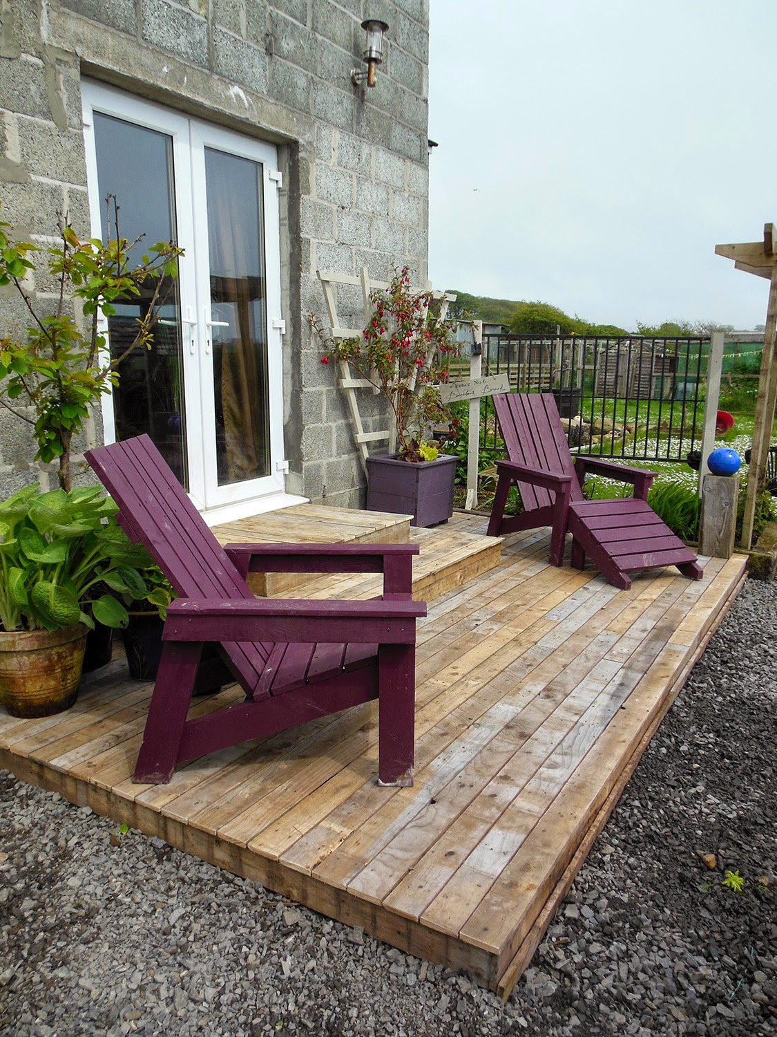 Coach house crafting on a budget diy pallet wood decking for Building on a budget