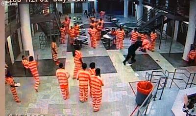 Guarda Prisional espanca recluso até à morte