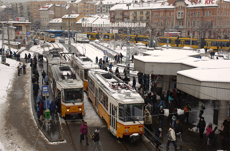 Márciusi havazás,csúcs forgalom a Széll Kálmán téren Tátra