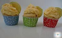 http://cecilecupcakecafe.blogspot.de/2013/08/zitronen-kokos-cupcakes.html