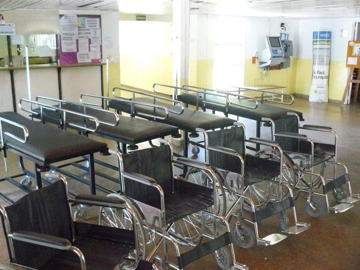 Nuevas camillas y sillas de ruedas para el hospital for Sillas para hospital