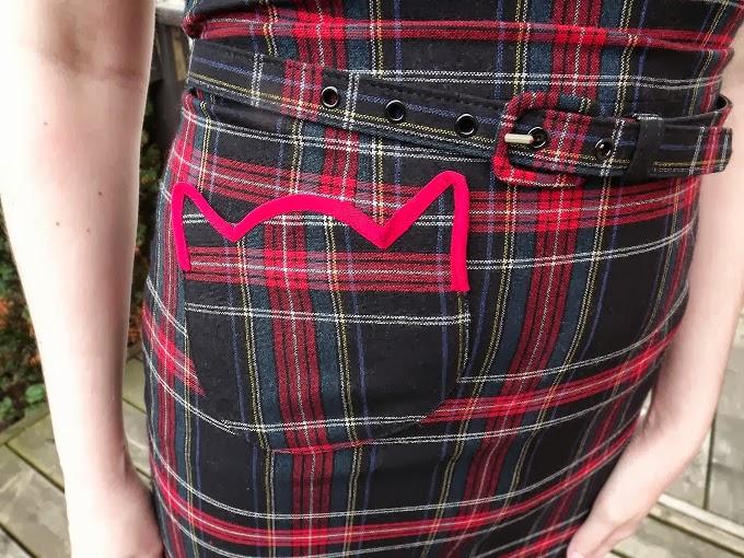 Rachel Antonoff, kitty pocket, plaid mini dress, holiday, Christmas, Modcloth, blogger model, Pocket Purr-fect, tartan, close up, A Coin For the Well
