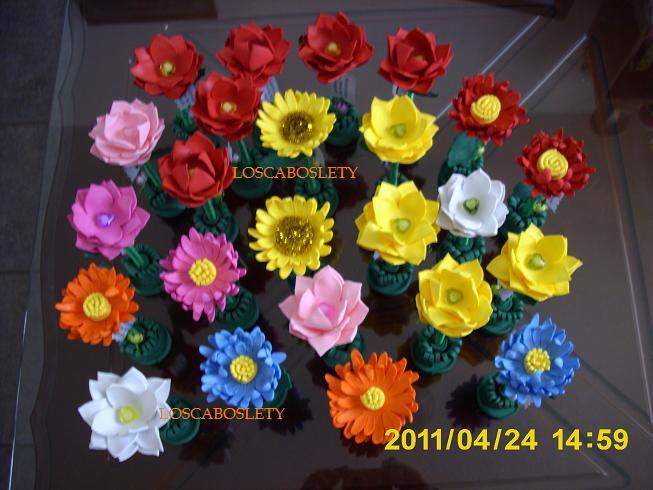 Los cabos lety manualidades plumas decoradas como flor for Manualidades con plumas