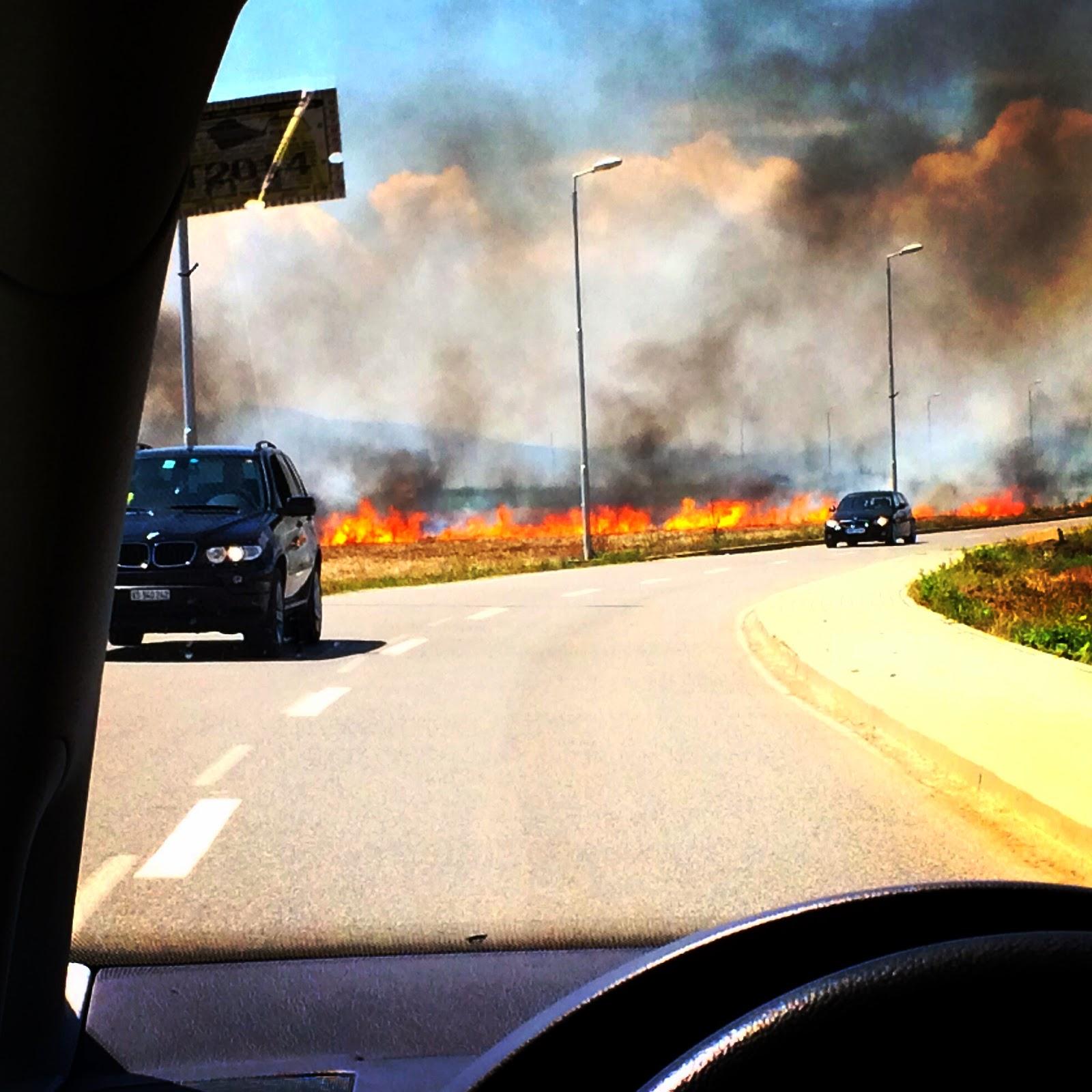 Auto Fahren, Feuer, Flamme, Rauch, Tod, Hilfe, Frau, car, driving, fire, flame, smoke, death, help, woman