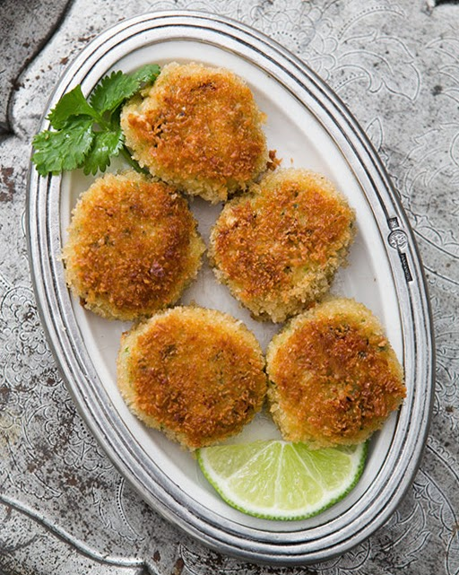 ... classic crab cake fresh lump crab meat mixed with lime zest grated
