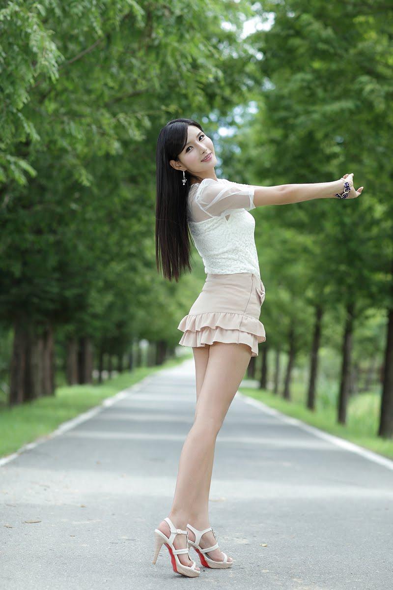 除了你还有谁 (chú le nǐ hái yǒu shéi) - Besides you, who else 和我为偶 (hé wǒ wéi ǒu) - be my mate (lover)
