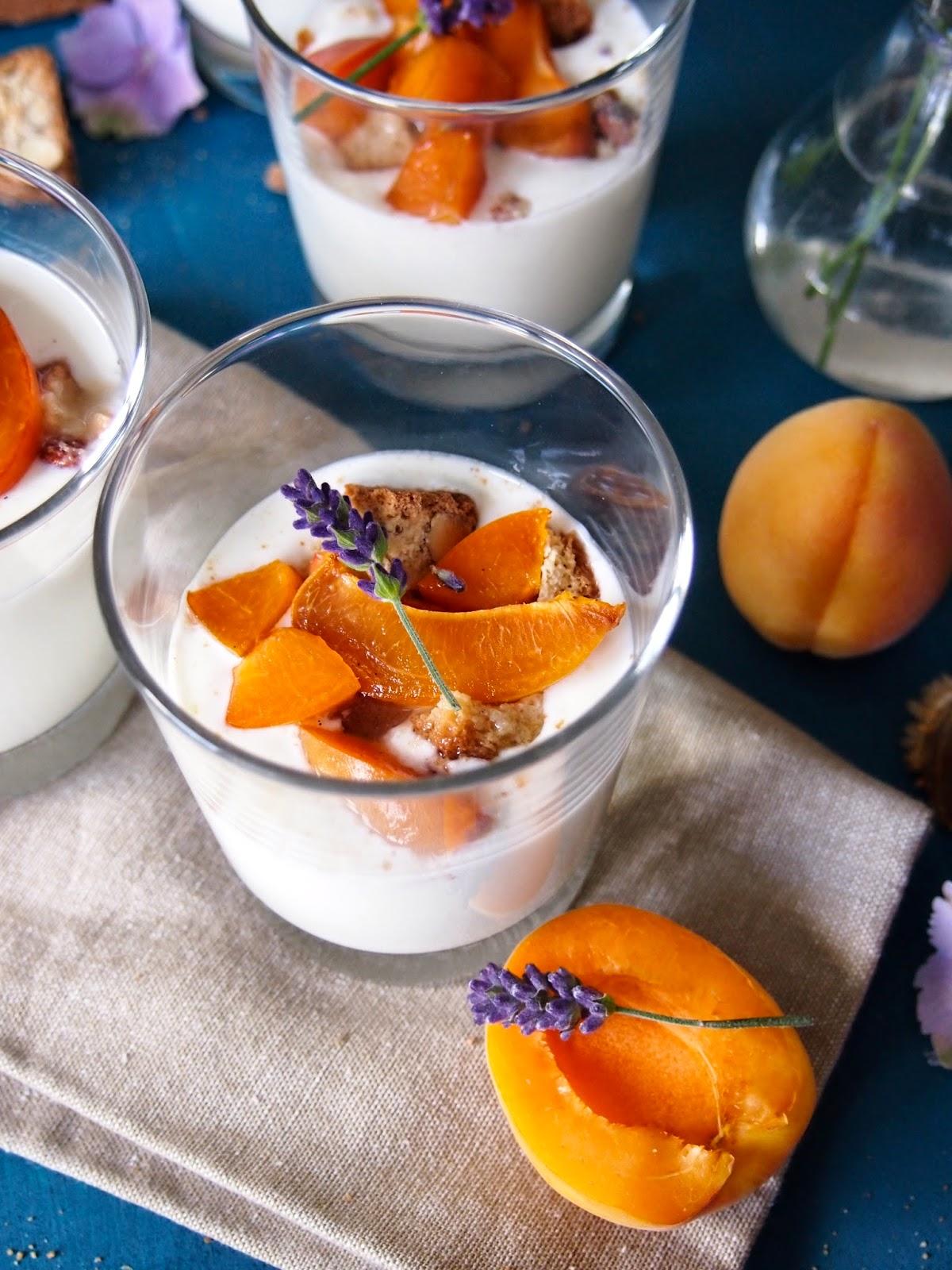 diezuckerb ckerei joghurt quark dessert mit vanille aprikosen. Black Bedroom Furniture Sets. Home Design Ideas