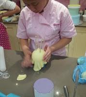 curso de tarta de los ositos traviesos: sharon wee en acción
