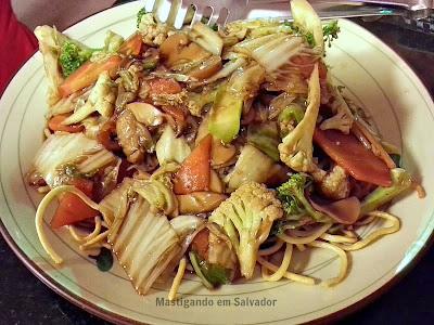 JoJo Sushi & Frutos do Mar: Chow Mein Vegetariano