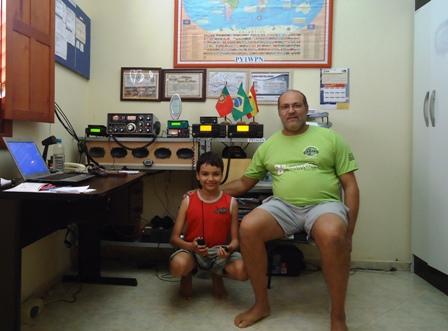 PY1WPN WAGNER em sua estação com seus dois IC-718