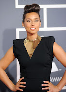 Alicia keys wearing a Statement necklace