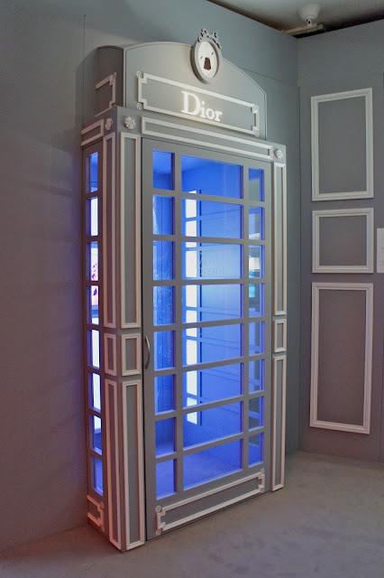 Dior phone booth