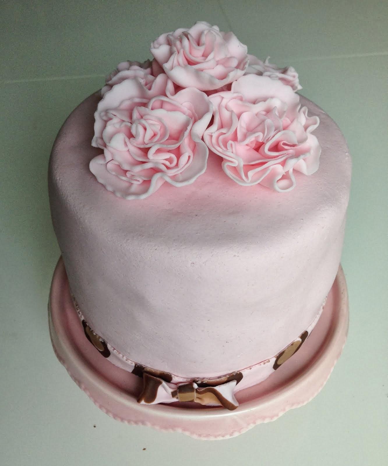 Ljusrosa tårta med leopardmönstrad insida