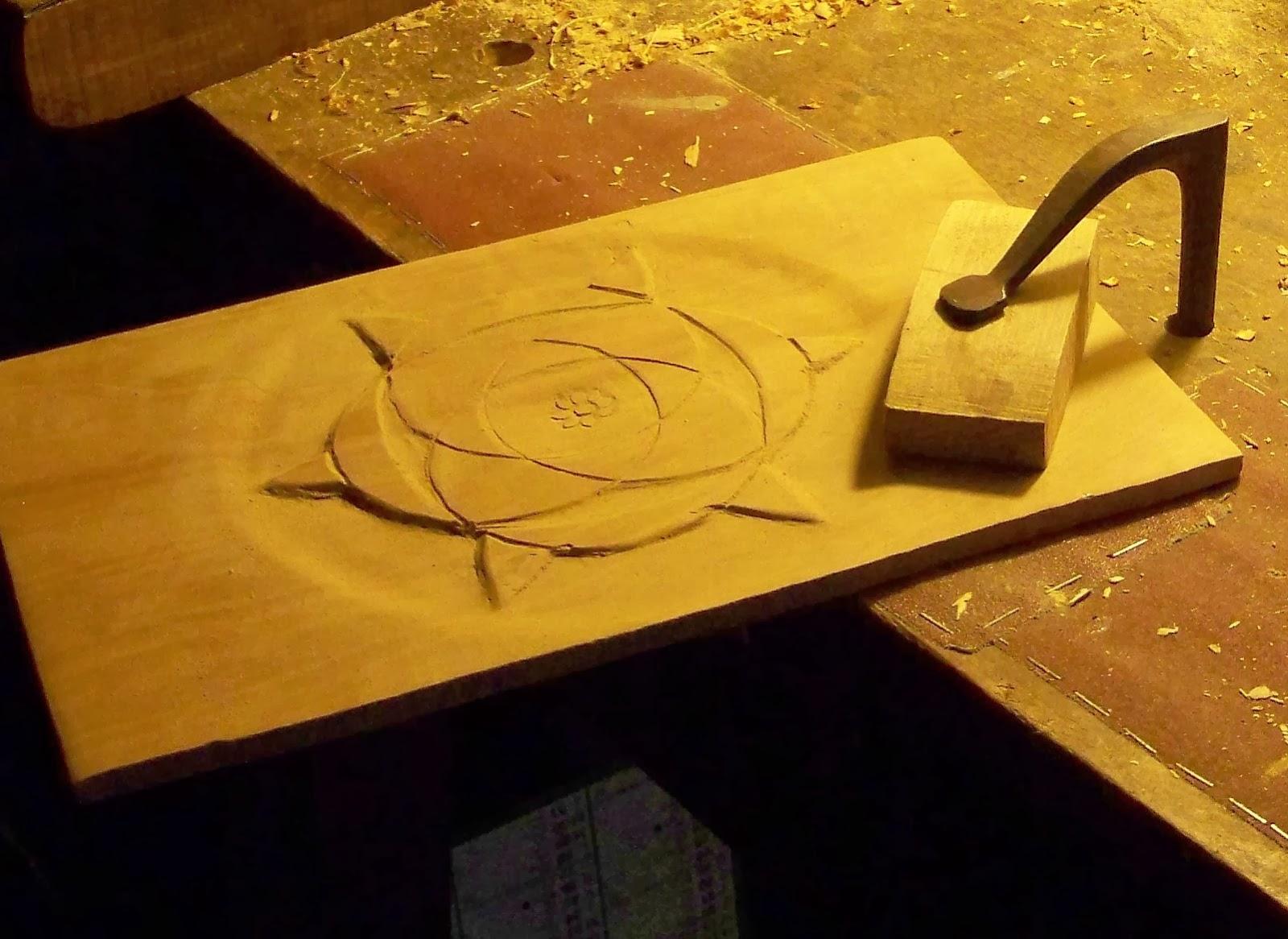 Chaiserie artisanale d 39 angers les outils du sculpteur sur bois - Outils pour sculpter le bois ...
