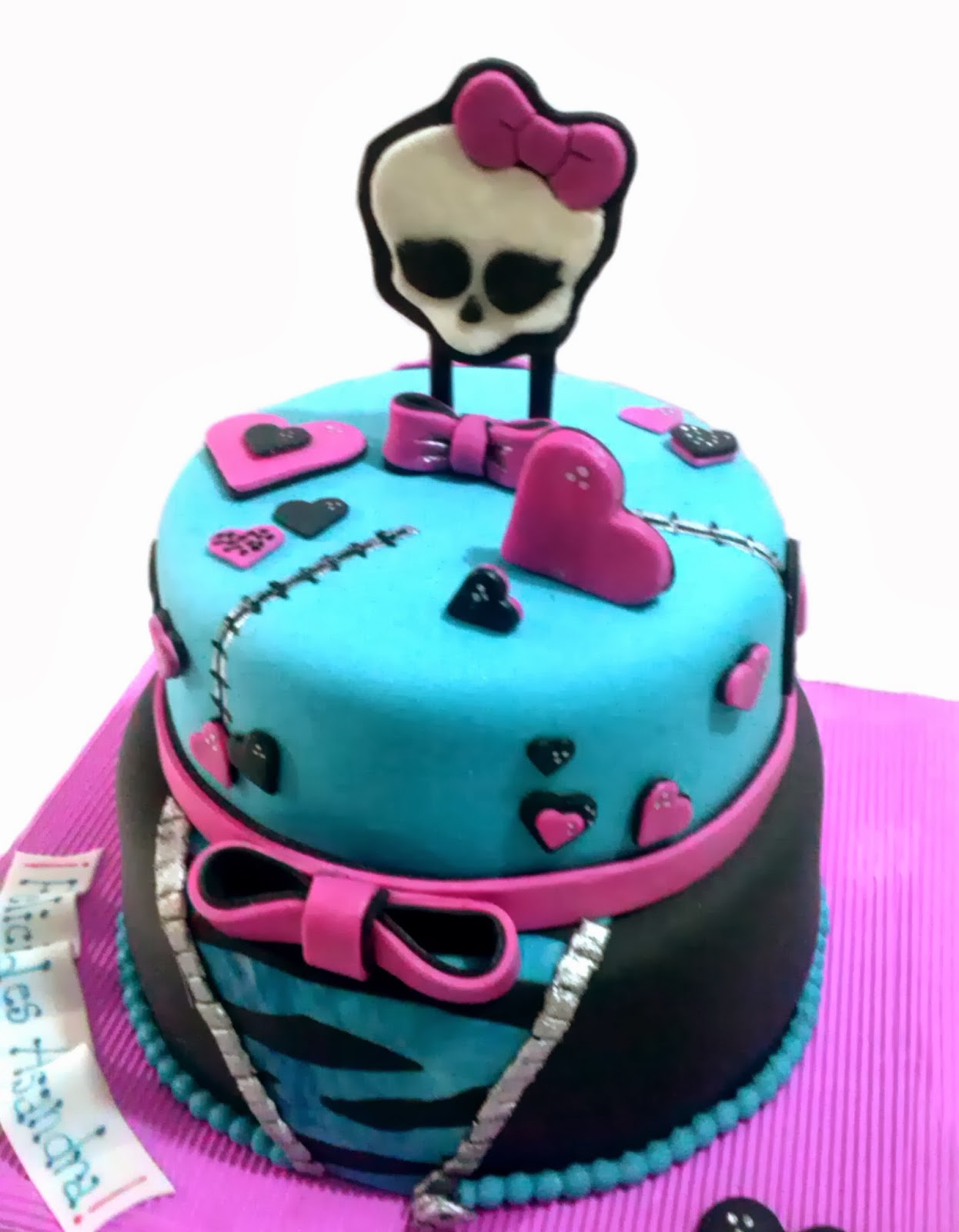 Creando en azucar: Torta Monster High !