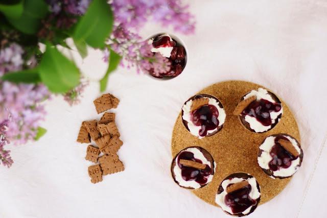 Kirsch-Cupcakes mit Leipniz Schokokeksen