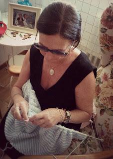 Mi madre haciendo punto