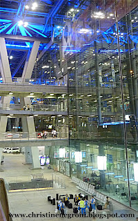 Suvarnabhumi+airport+at+night.jpg