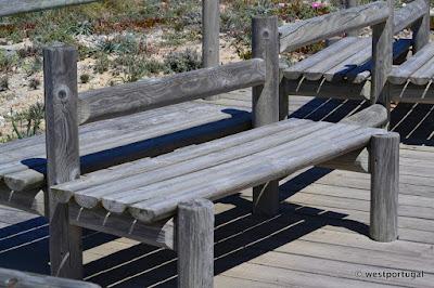 скамейки сосновые в Португалии