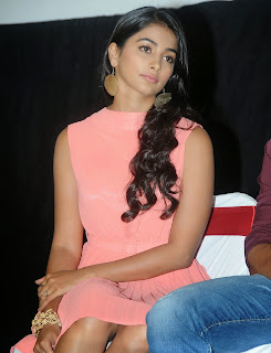 Actress Pooja Hegde Pictures in Short Dress at Oka Laila Kosam Prerelease Press Meet  54