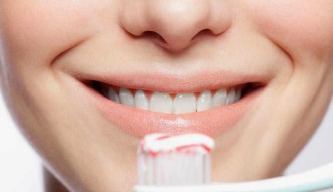 Makanan Pemutih Alami Gigi