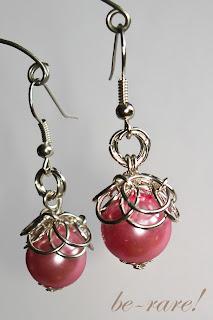 kolczyki chainmaille perłowy koralik w splocie hełmu