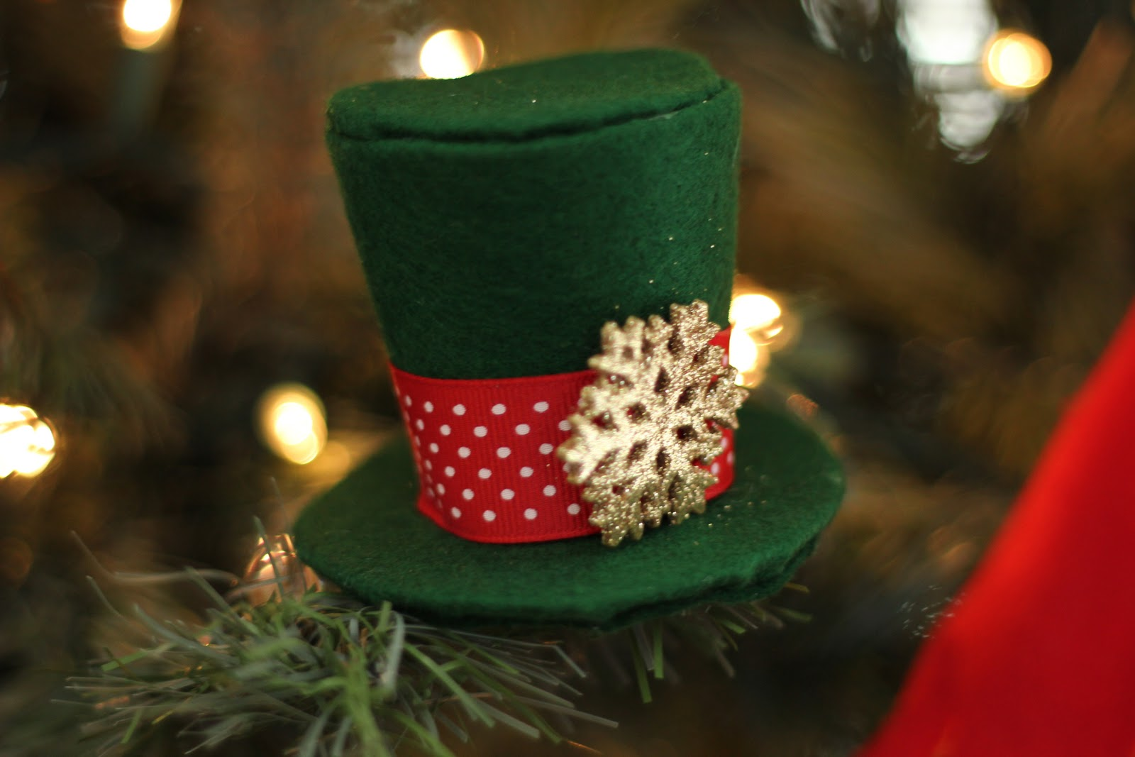 for this project you will need the following 18 yard or less i used scraps i had of fleece or felt the free fleece fun pdf pattern printed on card - Top Hat Christmas Decorations